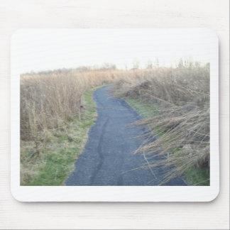 秋草原草を通した道 マウスパッド