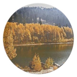 秋/冬の景色のタホ湖 ディナープレート
