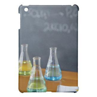 科学の実験のために整理されるボトル iPad MINIケース