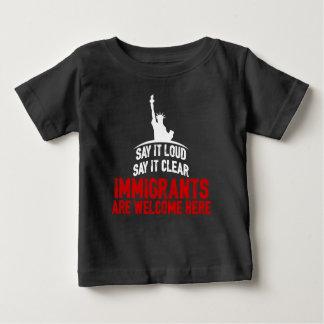 移民はベビーの暗いジャージーのTシャツを歓迎します ベビーTシャツ