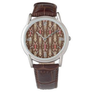 種族のろうけつ染め-ブラウン、タンおよび珊瑚 腕時計