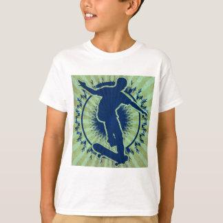 種族のスケートボーダー Tシャツ