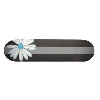 種族のデイジーの入れ墨パターンを競争させるスカイブルーの花柄 18.1CM オールドスクールスケートボードデッキ