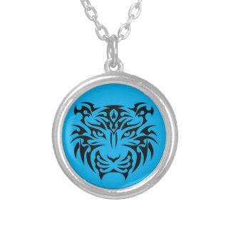 種族のトラ(カスタムな色)のネックレス シルバープレートネックレス