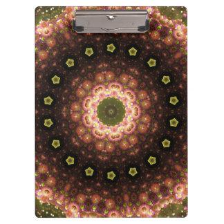 種族のボヘミアの目まぐるしく幾何学的な曼荼羅 クリップボード