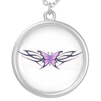 種族の入れ墨の蝶 シルバープレートネックレス