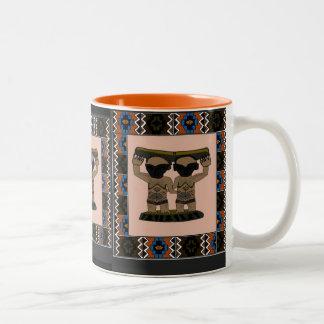 種族の彫像- Aftricanの芸術 ツートーンマグカップ