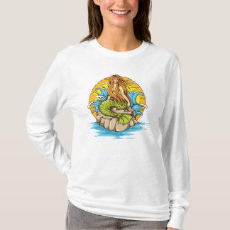 種族の日曜日の入れ墨のスタイルの芸術の島の人魚 Tシャツ