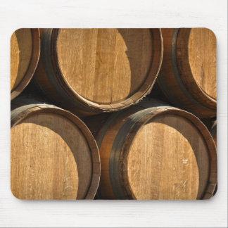 積み重ねられたワインバレル マウスパッド