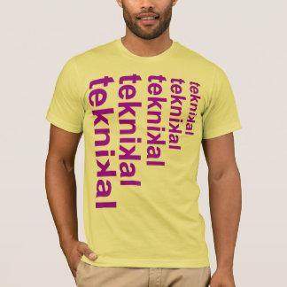 積み重ねられる Tシャツ