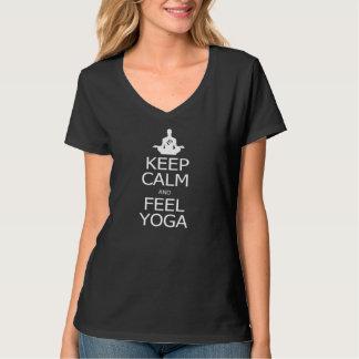 穏やかなおよび感じのヨガ保って下さい Tシャツ