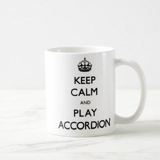 穏やかなおよび演劇のアコーディオン保って下さい(続けていって下さい) コーヒーマグカップ