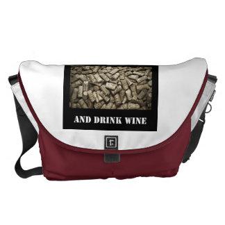 穏やかなおよび飲み物のワイン保って下さい クーリエバッグ