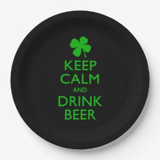 穏やかなおよび飲み物ビール保って下さい ペーパープレート