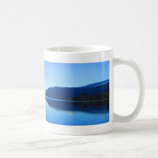 穏やかなコロンビア。 白いコーヒーのマグ コーヒーマグカップ