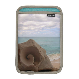 穏やかなコンシュの貝殻のカリブのビーチの写真 iPad MINIスリーブ