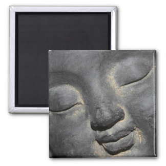 穏やかな仏は石造りの彫刻に直面します マグネット