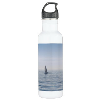 穏やかな海のヨット ウォーターボトル