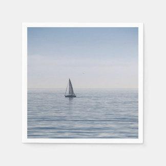 穏やかな海のヨット スタンダードカクテルナプキン
