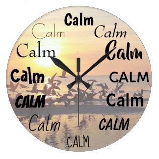 穏やかな禅の単語のプリントのビーチの日没 ラージ壁時計