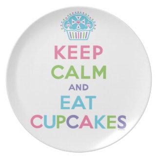 穏やか保ち、カップケーキ-プレート--を食べて下さい プレート