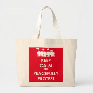 穏やか保ち、平和に抗議して下さい(白い文字) ラージトートバッグ