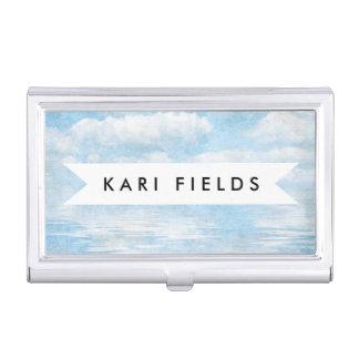 空および絵を描かれるオーシャンブルーの白の雲の水彩画 名刺入れ