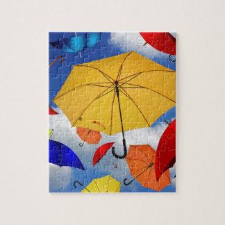空で浮かぶカラフルな傘 ジグソーパズル