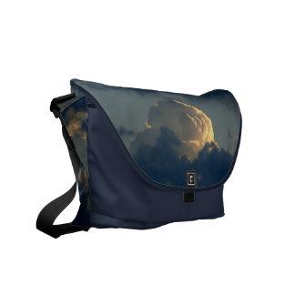 空のきのこ メッセンジャーバッグ