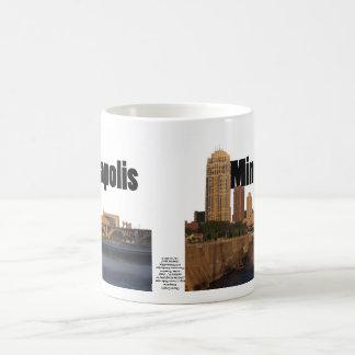空のミネアポリスとのミネアポリスのスカイライン コーヒーマグカップ