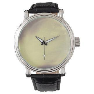 空の黒いヴィンテージの革 腕時計