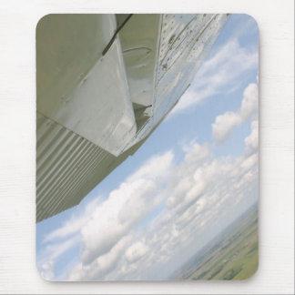 空のmousepadのセスナの飛行機の翼 マウスパッド