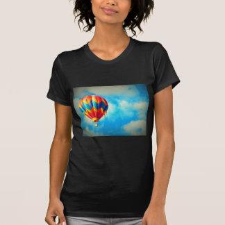 空中に熱気の気球青空で Tシャツ