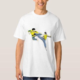 空手およびKickboxingの蹴り Tシャツ