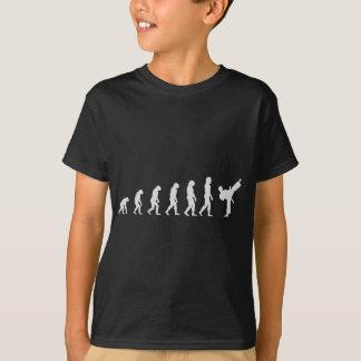 空手の進化の暗闇 Tシャツ