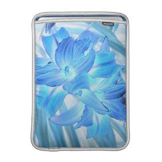 空気のようで青いユリ、冬の花のファンタジー13インチ MacBook スリーブ