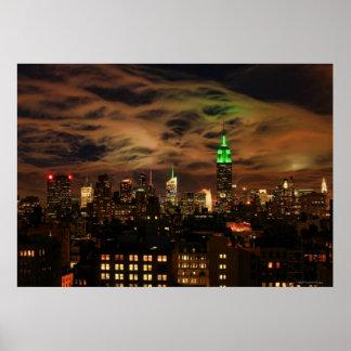 空気のような雲: NYCのスカイライン、帝国国家Bldg ポスター