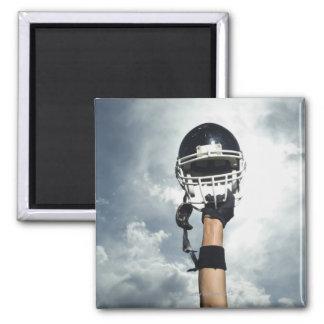 空気のヘルメットを握っているフットボール選手 マグネット