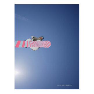 空気を通したスノーボーダーの飛行 ポストカード