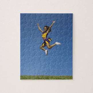 空気2で跳んでいるメスのチアリーダー ジグソーパズル