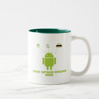 空腹なソフトウェア開発者の内部(アンドロイド) ツートーンマグカップ