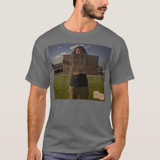 空腹なルンペンの人のT Tシャツ