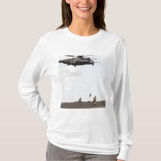 空軍pararescuemenは戦闘の挿入物を行ないます tシャツ