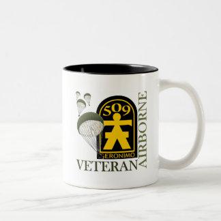 空輸の退役軍人- 509th PIR ツートーンマグカップ