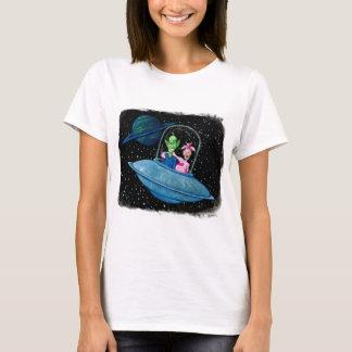 空飛ぶ円盤の火星人そして牛 Tシャツ
