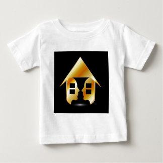窓および人々が付いている金家 ベビーTシャツ