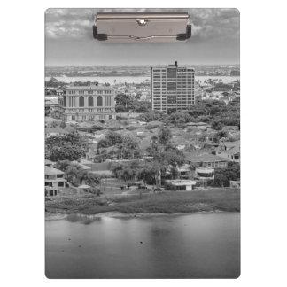 窓の飛行機からのグアヤキルの空中写真 クリップボード