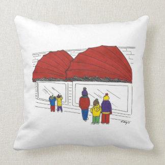 窓ショッピングのニューヨークシティNYCのクリスマスの枕 クッション