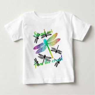 立場の虹のトンボ ベビーTシャツ