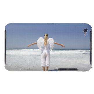 端にの立つ天使の翼を持つ女性 Case-Mate iPod TOUCH ケース